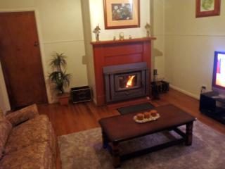 Comfortable House with Deck and A/C - Tumbarumba vacation rentals