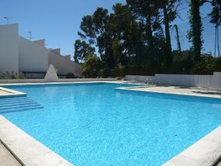 Bright Condo with Internet Access and Dishwasher - Estoril vacation rentals