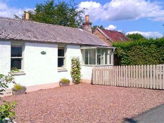 SUNNYSIDE, detached, woodburner, off road parking, garden, in Lilliesleaf, Ref 20104 - Galashiels vacation rentals