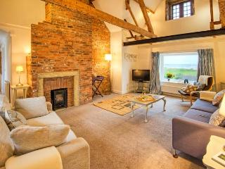 SEAVIEW APARTMENT, sea views, close to coast and amenities in Alnmouth, Ref 26011 - Alnmouth vacation rentals