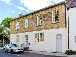 THE OLD POST OFFICE, coastal cottage, en-suites, woodburners, in Alnmouth, Ref 26012 - Northumberland vacation rentals