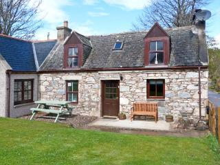 AVONDALE COTTAGE, pet-friendly, open fire, fantastic views, WiFI, in Tomintoul Ref. 26288 - Braemar vacation rentals