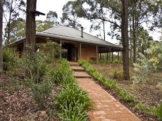 Perfect 2 bedroom Cottage in Lovedale with Deck - Lovedale vacation rentals