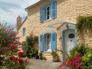 PAIMPOL house with heated pool, 3km from the sea - Treguier vacation rentals