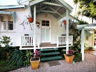 Lovely 2 bedroom Yungaburra Cottage with Garden - Yungaburra vacation rentals