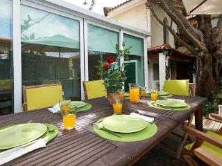 Cozy beach house in luxury of S. Pedro Estoril - Estoril vacation rentals