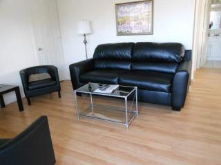 Hood River in Downtown1B/1B Condo- King Bed-AC-BBQ - Hood River vacation rentals