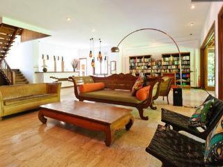 Grand Garden Beach Villa w/ pool + yard - Sanur vacation rentals