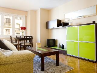 Royal Maison - Large apartment for 6 in center of Barcelona, with airco and spacious living room! - Amsterdam vacation rentals