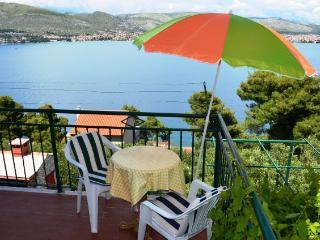 Apartments Mile - 37921-A1 - Okrug Donji vacation rentals
