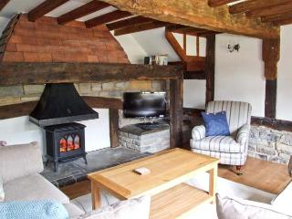 ROSEMARY COTTAGE, family friendly barn conversion, lawned garden, ideal base for Cotwolds, in Bretforton, Ref 21369 - Bretforton vacation rentals