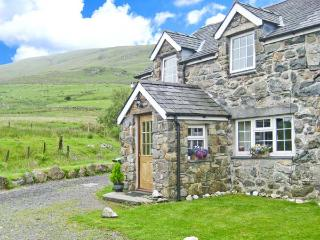 STABAL COTTAGE on working farm, good walking, next to stream in Dolgellau Ref 25754 - Dolgellau vacation rentals