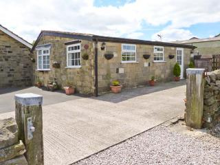 FIR TREE STABLES, single-storey pet-friendly cottage with lovely views, rural setting, Summerbridge, Pateley Bridge Ref 26107 - Pateley Bridge vacation rentals