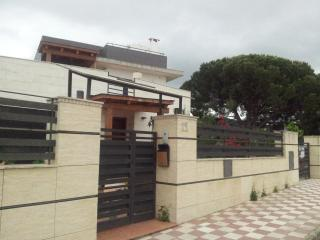 Fantastic home with pool in quiet area near the beach and the station - Canet de Mar vacation rentals