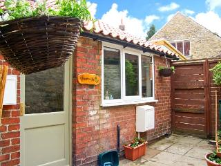 CHESTNUTS, spacious cottage overlooking village green, ideal touring base, pet - Thornton-le-dale vacation rentals