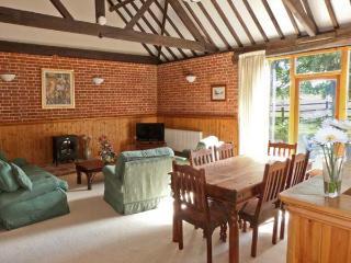 PEAR TREE ground floor, communal games area, four-poster bed in Fakenham Ref 24356 - Fakenham vacation rentals