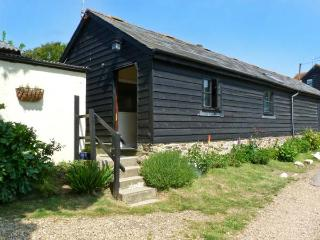 SYCAMORES BARN, pet-friendly, ground floor accommodation, close to the coast - Brighstone vacation rentals