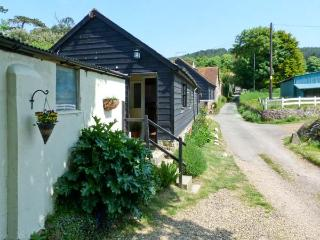 SYCAMORES BARN, pet-friendly, ground floor accommodation, close to the coast, near Brighstone, Ref: 26199 - Brighstone vacation rentals