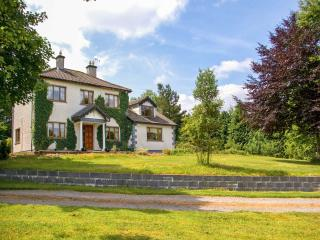 IVY HOUSE. woodburner, spacious cottage, large garden near Boyle, County Sligo Ref. 26160 - Drumcong vacation rentals
