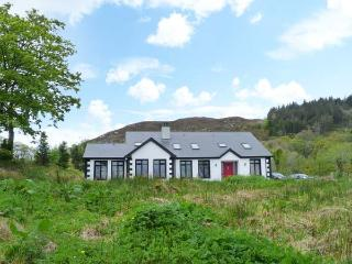 CLOONAQUINN, large cottage, ground floor bedroom, en-suite facilities, near Manor Hamilton Ref. 25928 - Manor Hamilton vacation rentals