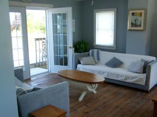 CLASSIC MARITIME  COTTAGE  with  WATERVIEW  conveniently located btwn BEACH and TOWN - New Glasgow vacation rentals
