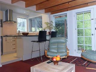 Wonderful 1 bedroom Hobart Apartment with Internet Access - Hobart vacation rentals