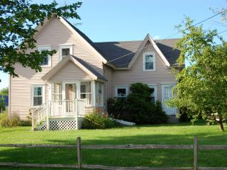 Charming Coastal Cottage in Prospect Harbor, Maine - Marathon vacation rentals