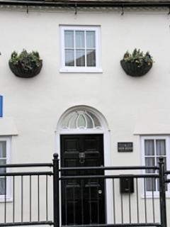 Exterior of No. 9 - No. 9 - Marlborough - rentals
