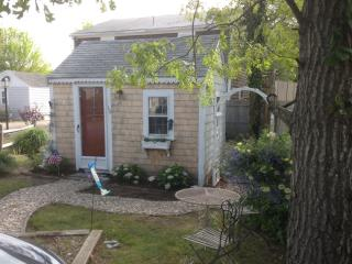 Adorable Cape Cod Cottage for two! - West Yarmouth vacation rentals