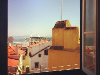 Alfama River view & roofs of Lisboa FREE WIFI - Image 1 - Abrantes - rentals
