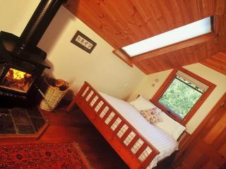 Beautiful 3 bedroom Cottage in Daylesford with Garden - Daylesford vacation rentals