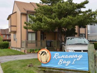 Ocean City, MD - Runaway Bay: Anchorage (Mid-town) Behind Jolly Rodgers - Ocean City vacation rentals
