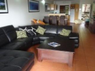2 bedroom Condo with Deck in Hamilton Island - Hamilton Island vacation rentals