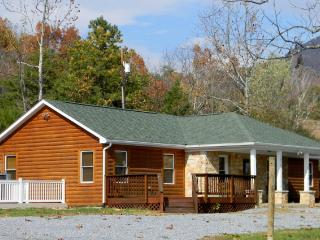 Spectacular River/mtn views WALK TO RIVER ACCESS - Luray vacation rentals