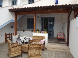 villetta Luisa a solo 100 metri dalla spiaggia 5/6 p.letto - Ugento vacation rentals