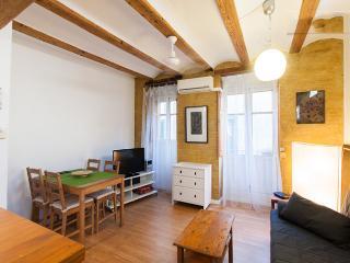 Cosy apartment in El Carmen w/wifi - Valencia vacation rentals