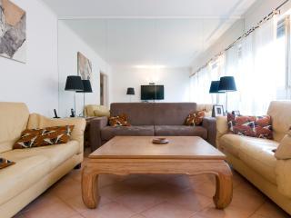 Roomy 1 Bedroom at Etoile lena Champ Elysees - Paris vacation rentals