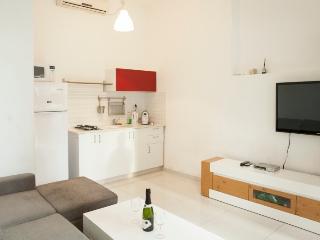 Authentic TLV 360° Theme De Rouge - Tel Aviv vacation rentals