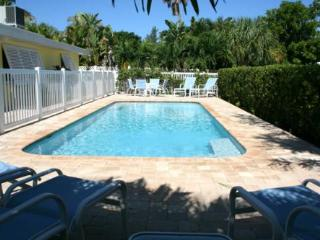 2 bedroom Cottage with Internet Access in Anna Maria - Anna Maria vacation rentals