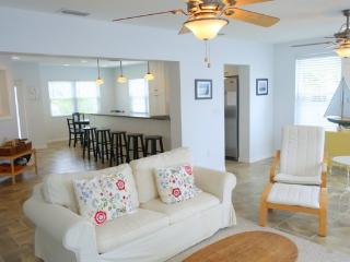 Beautiful 3 bedroom Anna Maria House with Deck - Anna Maria vacation rentals