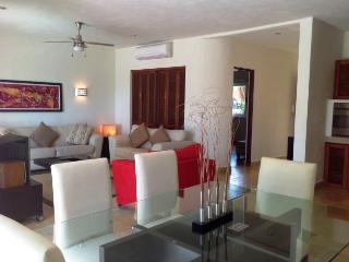 CONDO IZAMAL - Bright and spacious 2 bedroom condo - Playa del Carmen vacation rentals