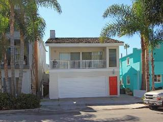 3 Bedroom Oceanside Condo! Next to Balboa Pier & Fun Zone! (68335) - Newport Beach vacation rentals