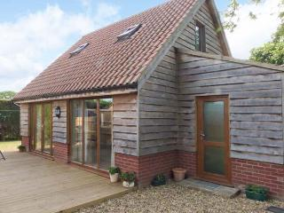 FOXLEY LODGE detached, close to Broads, pet-friendly in Norwich Ref 23935 - Broadwoodkelly vacation rentals