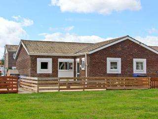 THE SNUG, single-storey cottage, enclosed decked area, close to beach, in Beadnell, Ref 25998 - Beadnell vacation rentals
