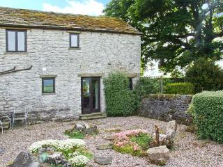 THE COTTAGE, character cottage, dog-friendly, wonderful countryside views, in Peak Forest, Ref 5630 - Peak Forest vacation rentals
