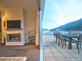 Perfect 3 bedroom House in Queenstown with Deck - Queenstown vacation rentals