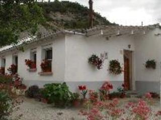 Nice House with Outdoor Dining Area and Garage - La Puebla de Roda vacation rentals