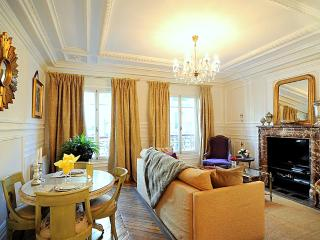MAY DEAL Royal Luxury in Historic Center Free WiFi - Paris vacation rentals