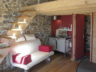 Gorgeous Bed and Breakfast with Internet Access and Hot Tub - Saint-Julien-Chapteuil vacation rentals