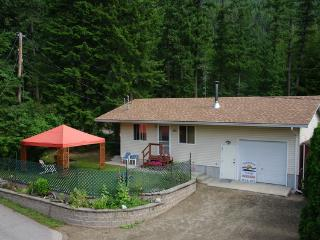 Sunnybrae Cottage & Wellness Retreat Center - Tappen vacation rentals